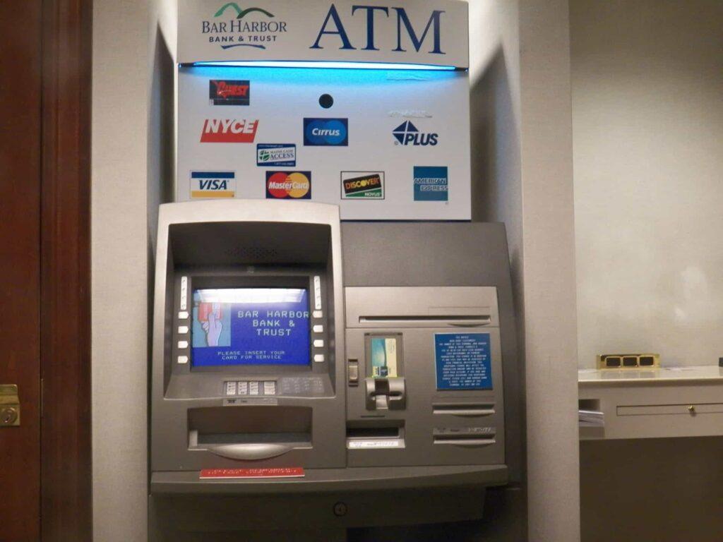 ATM के जरिये बैंक अकाउंट में मोबाइल नंबर Register or Change कैसे करे-min